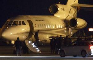 People walk off a plane carrying three Iranian-Americans, …