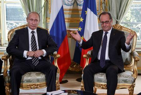 Russia's President Putin and French President Hollande meet for bilateral talks before a summit to discuss the conflict in Ukraine at the Elysee...