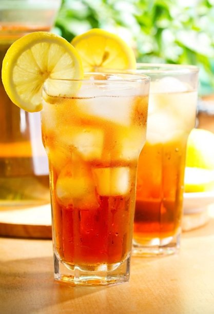 Too much iced tea can lead to kidney stones. Stick to water if you're concerned, experts say