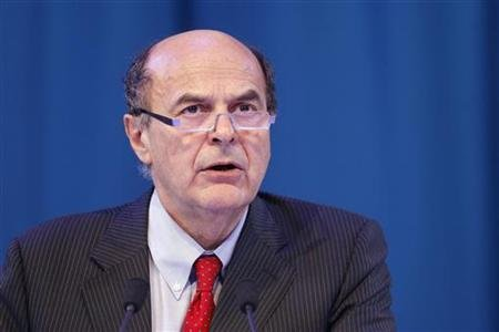 Secretary of the Italian PD (Democratic Party) Pier Luigi Bersani delivers a speech during a political rally with European Socialists in Paris March 17, 2012. REUTERS/Benoit Tessier