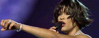 Whitney Houston, que reinó como la monarca de la música pop hasta que su majestuosa voz e imagen real fueron destrozadas por el consumo de drogas, ha muerto. Tenía 48 años.REUTERS/Gary Hershorn/Files