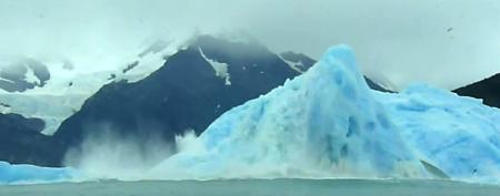 Desprendimiento de hielo en el glaciar Upsala / Foto: Captura de pantalla de video de YouTube