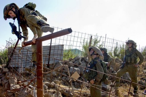 Israelische Soldaten an der Grenze zu Syrien (Archivbild). An beide Länder verkaufen britische Firmen Militärmaterial