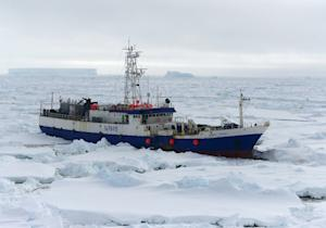 The US Coast Guard Cutter Polar Star begins breaking …
