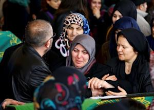 Family members and relatives of a car bombing victim …