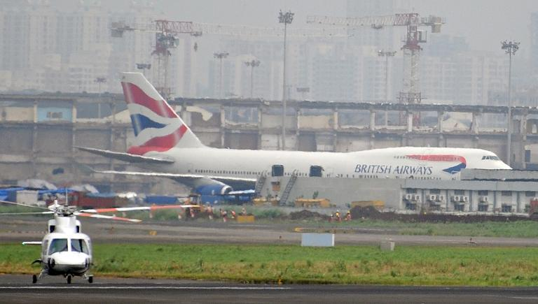 A British Airways aircraft carrying 202 people struck an office building at Johannesburg's OR Tambo International Airport with its wing while taxiing for take-off late on Sunday, aviation authorities say