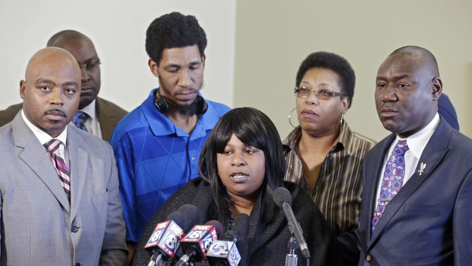 Samaria Rice, center, speaks about the investigation into the death of her son Tamir Rice, at a news conference with attorneys Walter Madison, left, and Benjamin Crump in Cleveland, Tuesday, Jan. 6, 2015. A Cleveland police officer fatally shot 12-year-old Tamir Rice on Nov. 22, 2014, as he played with a toy gun outside a recreation center. (AP Photo/Mark Duncan)