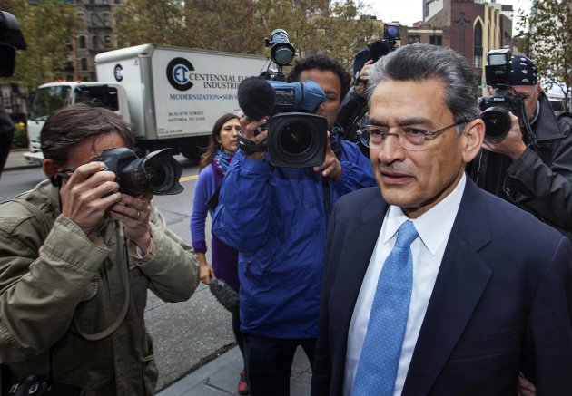 Former Goldman Sachs Group Inc board member Rajat Gupta arrives at Manhattan Federal Court in New York, October 24, 2012. The sentencing on Wednesday of fallen Wall Street titan Rajat Gupta for insider trading could come down to whether a judge agrees that his lifetime of charity counts against sending him to prison. REUTERS/Lucas Jackson (UNITED STATES - Tags: BUSINESS CRIME LAW)
