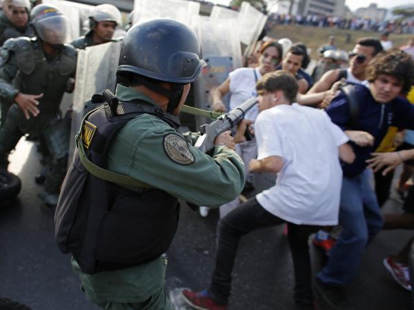 Venezuela: la Guardia Bolivariana reprimió las protestas a favor de Capriles