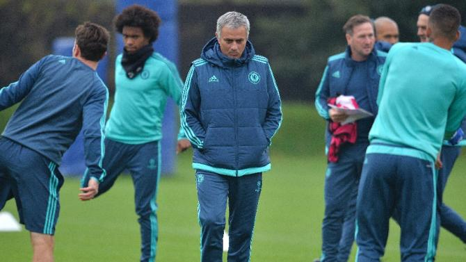 Chelsea's manager Jose Mourinho (3rd L) is pictured during a team training session at Chelsea's training ground in Cobham, in south west London, on November 3, 2015, on the eve of their UEFA Champions League group G match against Dynamo Kiev