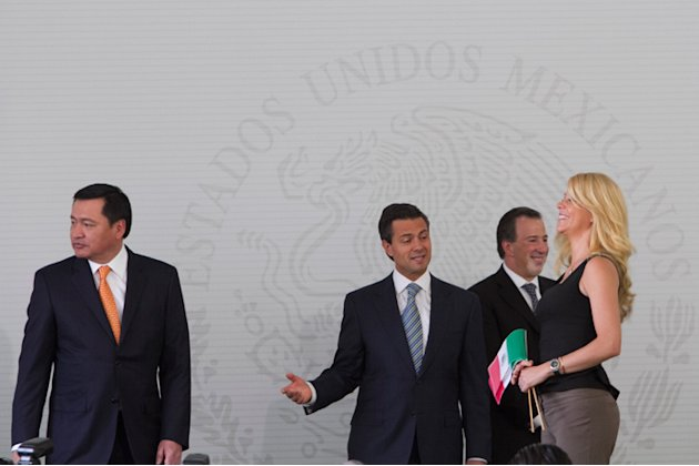 MÉXICO, D.F., 27MARZO2013.- Enrique Peña Nieto, Presidente de México, encabezó la ceremonia de entrega de Cartas de Naturalización a extranjeros, en la residencia oficial de los Pinos.