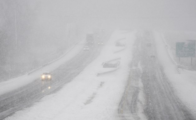 Traffic moves in the U.S. 41 By-Pass in Henderson, Ky., Wednesday, Dec. 26, 2012 as a snow storm moves through the area making travel treacherous. (AP Photo/The Gleaner, Mike Lawrence)
