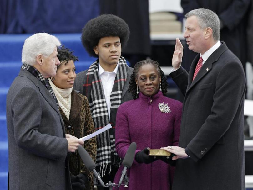 Former President Bill Clinton, left, administers the oath of office to New York City Mayor-elect Bill de Blasio, right, on the steps of City Hall Wednesday, Jan. 1, 2014, in New York. (AP Photo/Frank Franklin II)