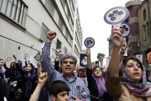 Iranian Armenians shout slogans against Ottoman Turks…