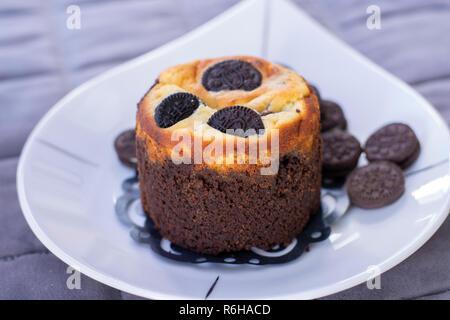 Biscotti Al Cioccolato Muffin Con I Cookie Sulla Parte