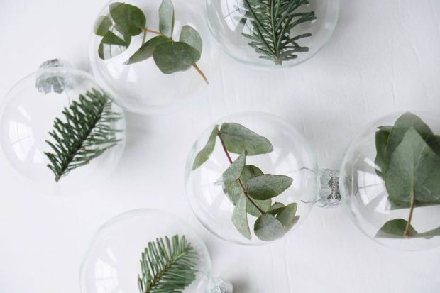 Source : www.vtwonen.nl/inspiratie/styling/diy-kerstballen-met-groen/