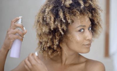 3 recettes de sprays démêlants maison