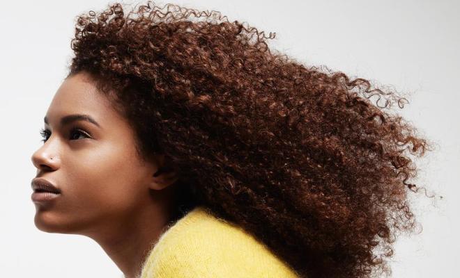 5 sprays pour avoir de beaux cheveux crépus