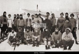 Robert Falcon Scott, 1868-1912, back row centre in balaclava, with members of the ill-fated Terra Nova expedition - Stock Image