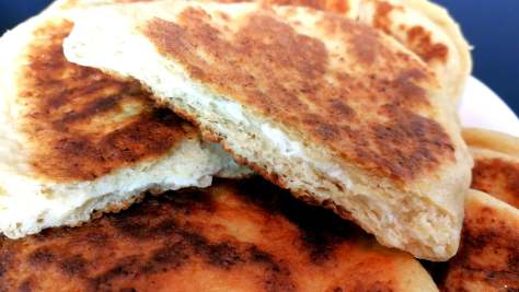 Pain naan protéiné au fromage