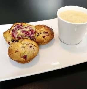 Muffins protéinés aux framboises et au chocolat blanc
