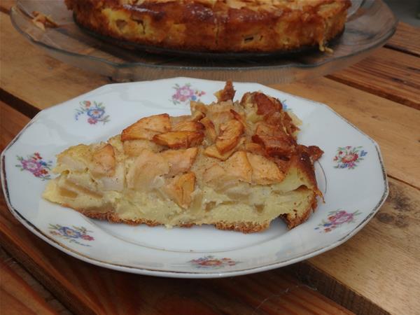 Clafoutis aux pommes à l'assiette