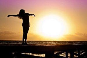 Luminothérapie: une cure de lumière à la maison pour combler le manque de soleil