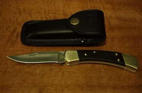 Pochette buck et couteau ouvert