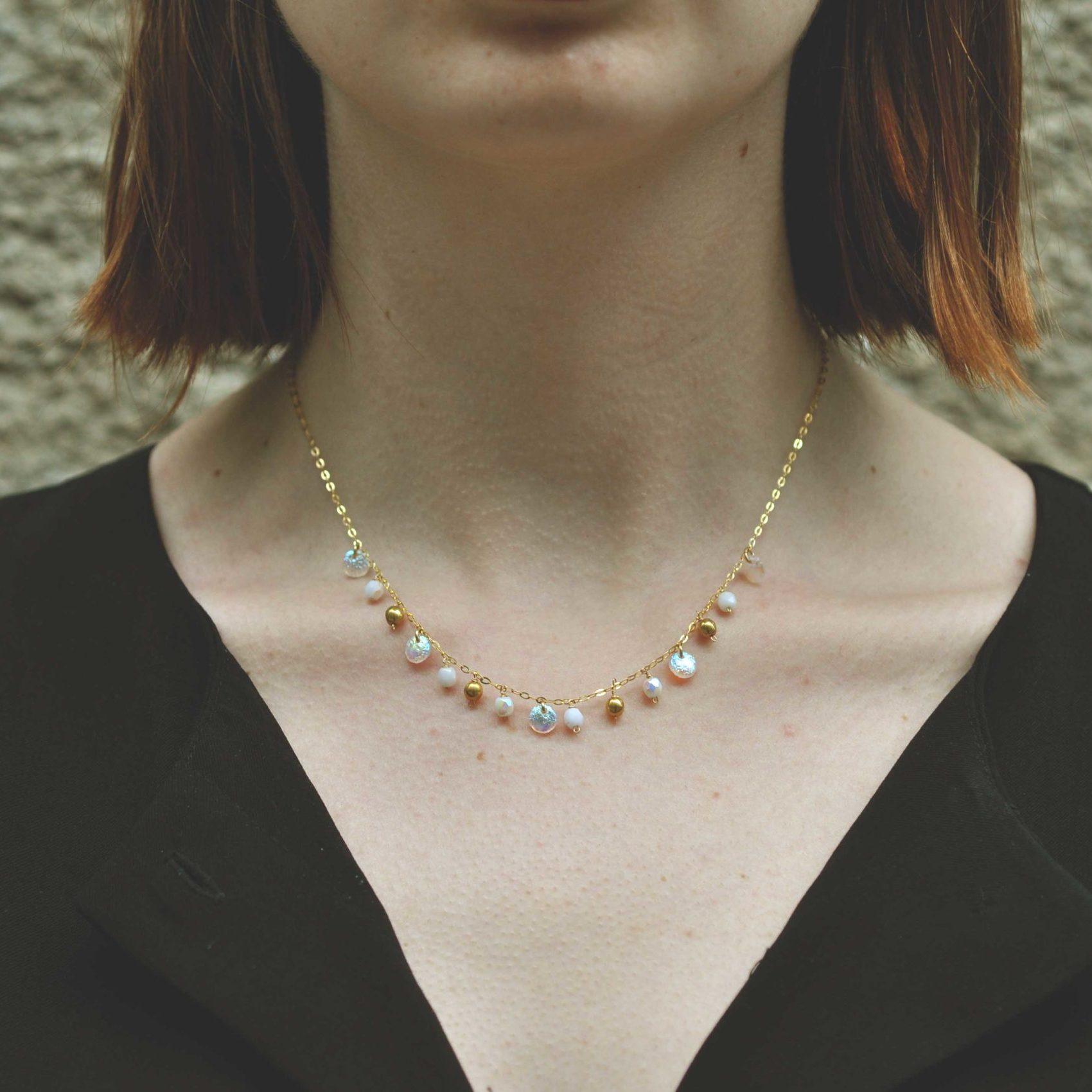 Photolook collier bohème par Marie Gonon créatrice Saint-Étienne