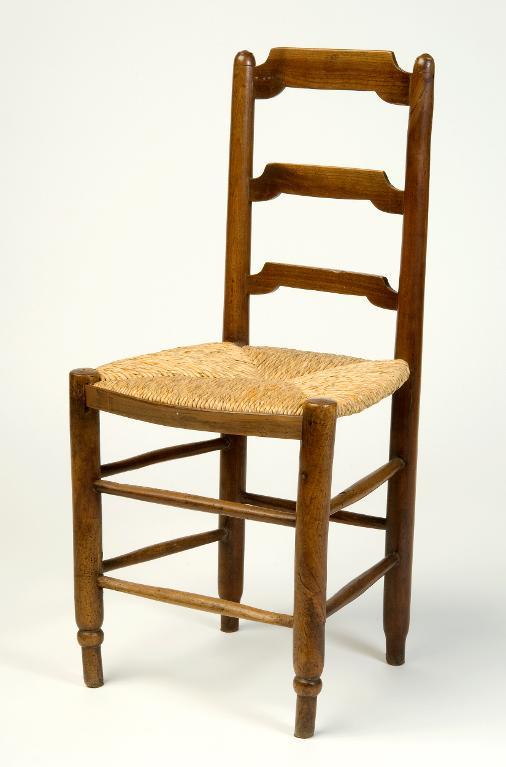 Chaise bois et paille.