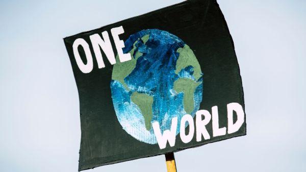 Foto de un protesta ambientalista para la nota sobre recursos del planeta