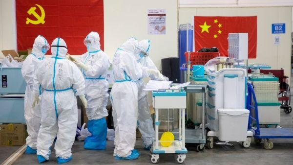 Foto de médicos covid en china