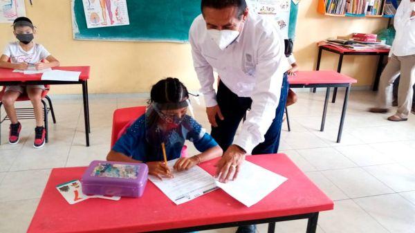 Foto niños de Campeche en escuelas, donde se suspenden las clases este lunes