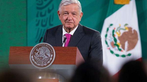 Foto de AMLO en la que habló sobre la denuncia que se interpuso en la OEA