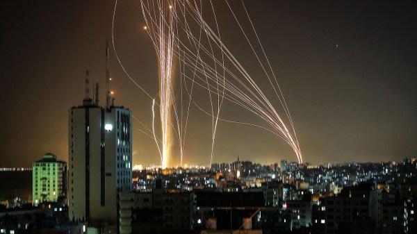 Foto de lanzamiento de misiles desde palestina