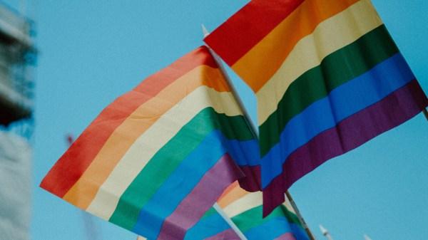 Foto de la bandera lgbt para ilustrar que Baja California avaló los matrimonios igualitarios