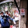 Foto de la protestan en la casa de luis echeverría por el halconazo
