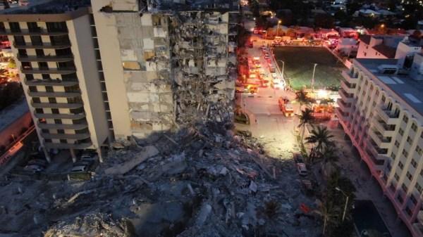 Foto del edificio desplomado en Miami