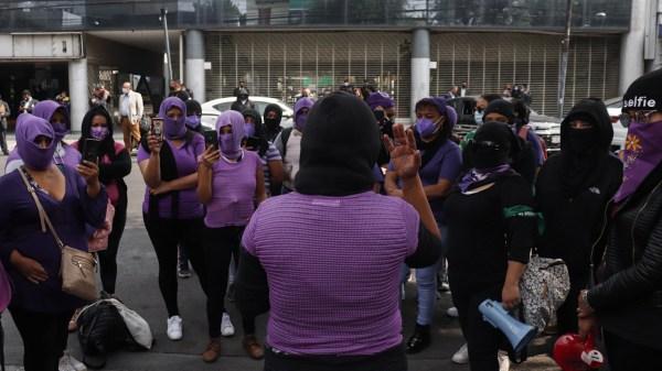Feministas protesta abogado Daniel
