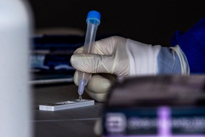 La OMS analiza la variante 'mu' del covid detectada en Colombia