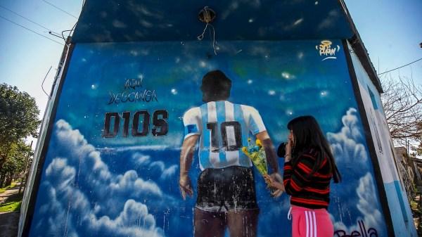 Maradona revoluciona un vecindario tras estar sus restos en un cementerio de Buenos Aires