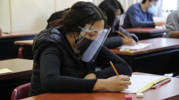 Foto ilustrativa para la nota sobre obtención de la ficha del examen del IPN