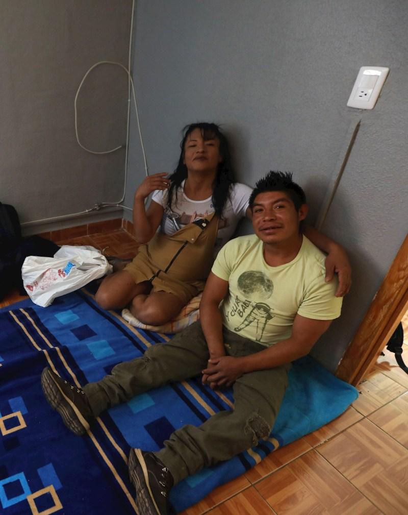 Foto de dos habitantes del refugio para personas LGBT