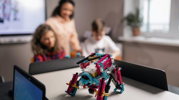 La programación y robótica ayuda a desarrollar habilidades en tus hijos
