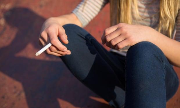 Los adolescentes han comenzado a fumar a gran escala y han olvidado las lecciones del pasado