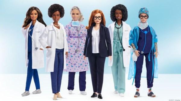 Foto de la Barbie de Sarah Gilbert, cocreadora de la vacuna covid