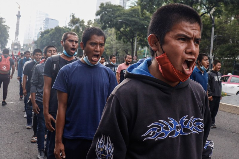 ayotzinapa marcha cdmx desaparecidos