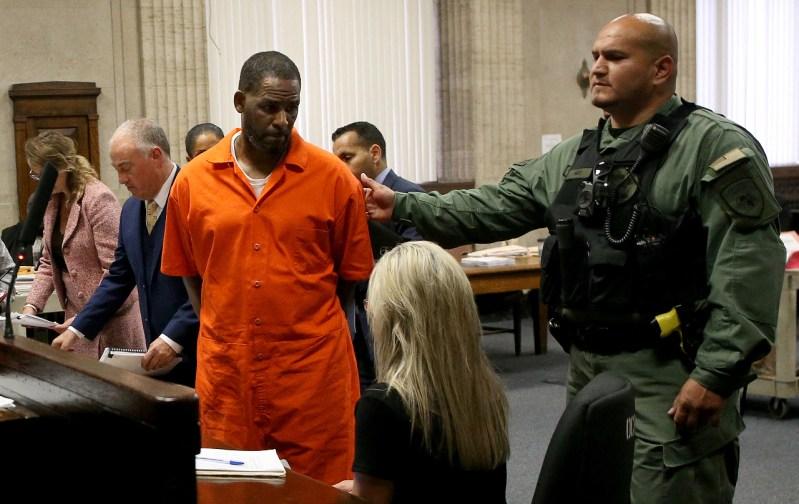 R. Kelly es culpable abuso y tráfico sexual; podría enfrentar cadena perpetua