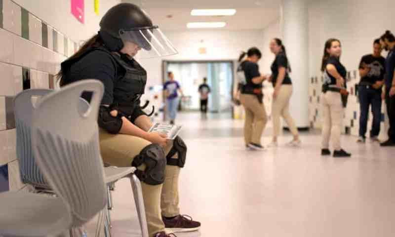 At the Ready: Los adolescentes latinos que se preparan para ser agentes de la patrulla fronteriza