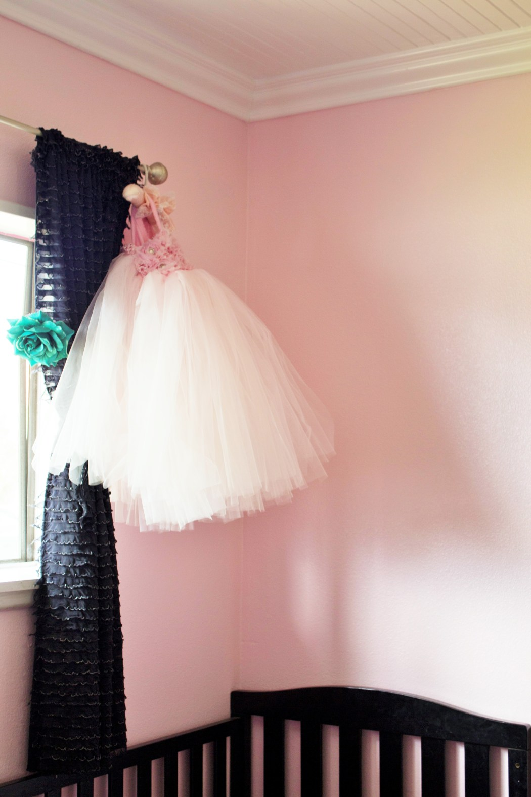 Cute Black and Pink Girls Room